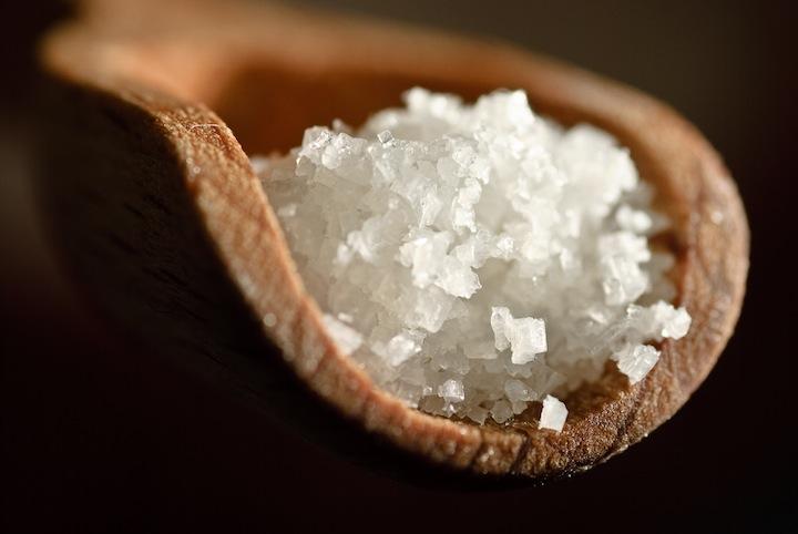 lithotherapie-la-purification-des-pierres-et-cristaux-par-le-sel.jpg