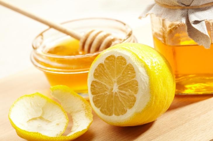 un-masque-au-miel-et-au-citron-pour-une-peau-eclatante